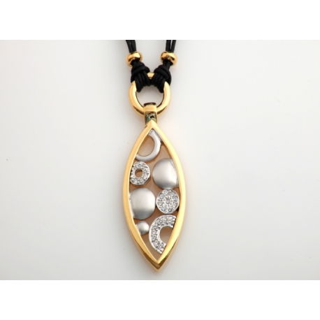 Šnúrkový náhrdelník s príveskom z pozláteného porhodiovaného špeciálného zlatníckeho kovu.