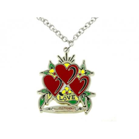Ed Hardy náhrdelník s príveskom tvaru troch sŕdc s nápisom. Prívesok je zafarbený špeciálnou šperkárskou farbou.