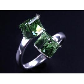 Strieborný prsteň so Swarovski Elements krištáľmi. Veľkosť prsteňa sa dá nastavovať.