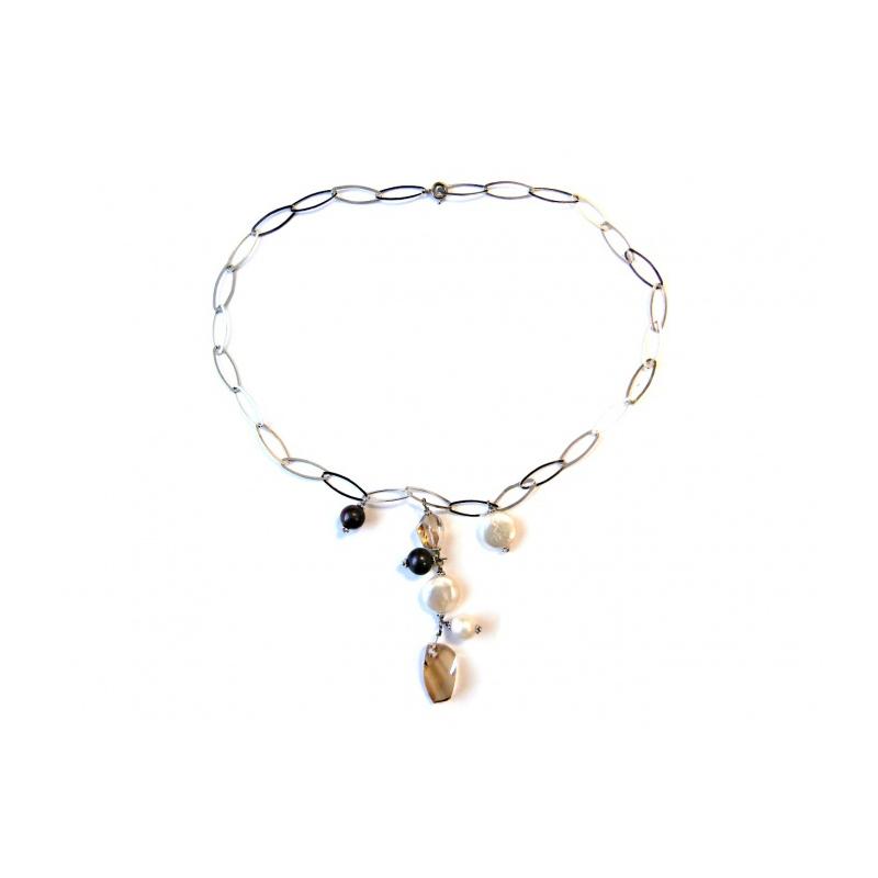 9da38dc5e X Strieborný náhrdelník so Swarovski Elements krištáľmi a riečnymi perlami.