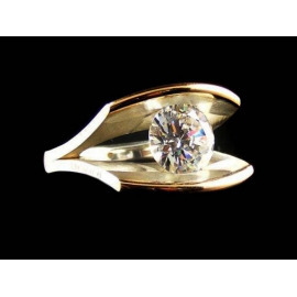 Strieborný prsteň kombinovaný so 14ct zlatom a kameňmi ENLIGHTENED™ - Swarovski Elements. Dostupná veľkosť: 55