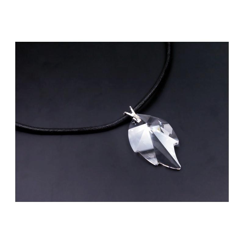 08989079b Kožený náhrdelník so Swarovski Elements krištáľom v porhodiovanom  špeciálnom zlatníckom kove.