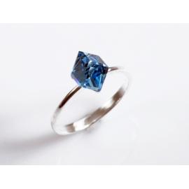 Strieborný prsteň so Swarovski Elements krištáľom.